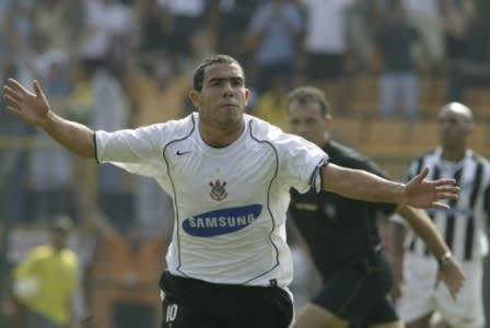 Ídolo do Corinthians, atacante Carlos Tevez é destaque no Boca Juniors