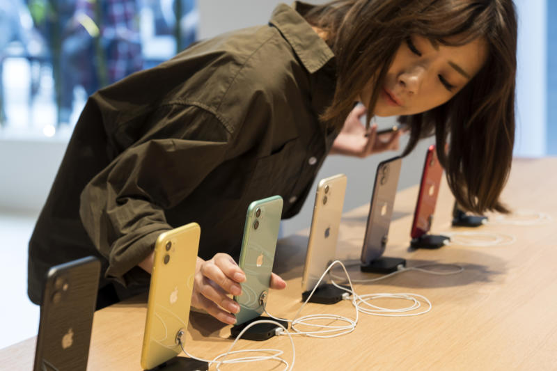 TOKYO, JAPAN - SEPTEMBER 20: Apple Inc.'s iPhone11 Pro and iPhone 11 Pro Max smartphones are displayed in the Apple Marunouchi store on September 20, 2019 in Tokyo, Japan. Apple launched the latest iPhone 11 models featuring a dual-camera system today. (Photo by Tomohiro Ohsumi/Getty Images)