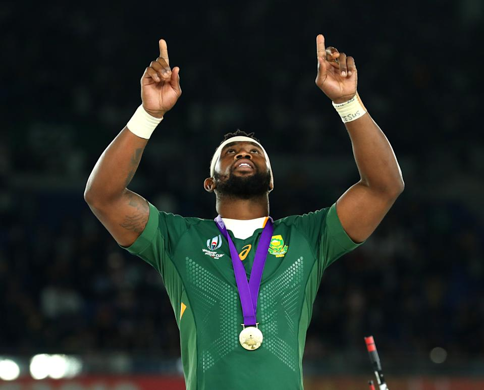 YOKOHAMA, JAPAN - NOVEMBER 02: Siya Kolisi of South Africa points to the sky after collecting his winners medal following his team's victory against England in the Rugby World Cup 2019 Final between England and South Africa at International Stadium Yokohama on November 02, 2019 in Yokohama, Kanagawa, Japan. (Photo by David Ramos - World Rugby/World Rugby via Getty Images)