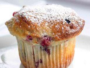 White chocolate & forest berries muffins