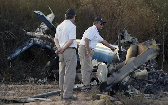 Authorities inspect the wreckage of the helicopter which collided mid-air near Villa Castelli, in the Argentine province of La Rioja, on March 10, 2015 (AFP Photo/Juan Mabromata)