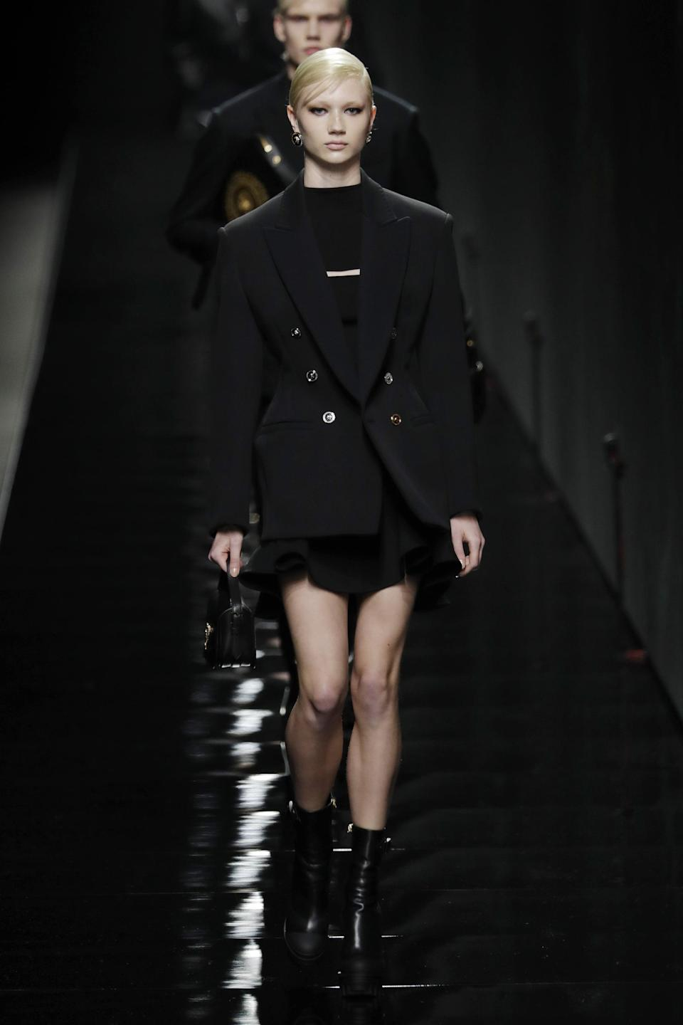 <p>Versace is a brand that's fit for many moods. From its iconic Barocco print to the J Lo-famous jungle print, it's always interesting to see what Donatella has up her sleeve. But the most Versace of all Versace? Head-to-toe black with gold accents. This may be the easiest Fashion Week look to nail yet.</p>