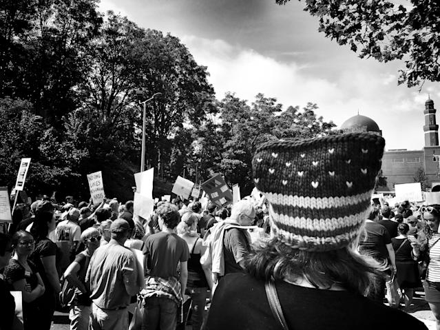 "<p>A woman in an American flag pussy hat at a counterprotest against a ""free speech"" rally staged by conservative activists Aug. 19 in Boston (Photo: Holly Bailey/Yahoo News) </p>"