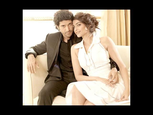 <b>8. Farhan Akhtar and Sonam Kapoor in Bhaag Milkha Bhaag</b><br> Farhan Akhtar and Sonam Kapoor will be seen for the first time in 'Bhaag Mikkha Bhaag'. Farhan will be seen playing the role of Indian athlete, Milkha Singh in this Rakeysh Omprakash Mehra film.