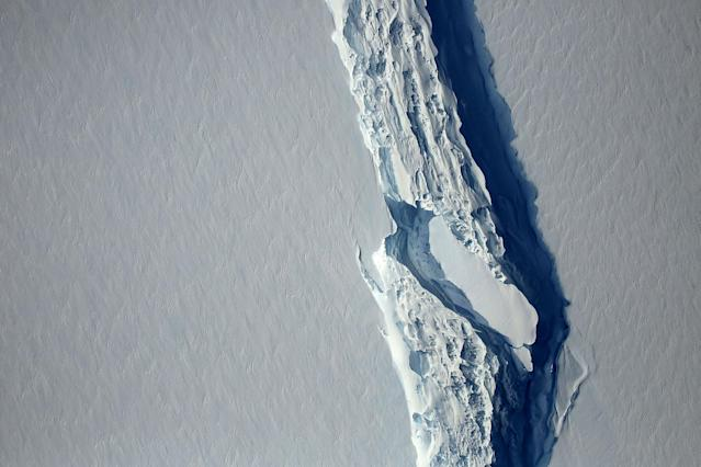 <p>An aerial view of the rift in the Larsen C ice shelf seen in an image from the Digital Mapping System over the Antarctica Peninsula, Antarctica, on Nov. 10, 2016. (Photo: NASA's Goddard Space Flight Center/Handout via Reuters) </p>