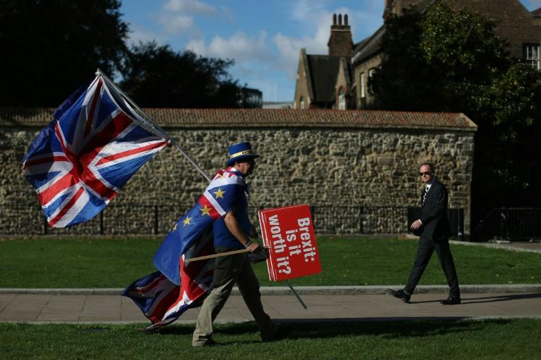 Brexit deeply divides Britain