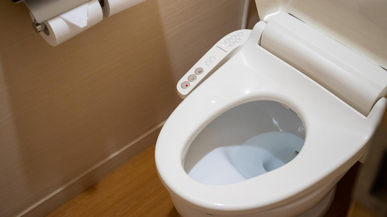 toilet with electronic seat automatic flush, japan style toilet bowl, high technology sanitary ware.