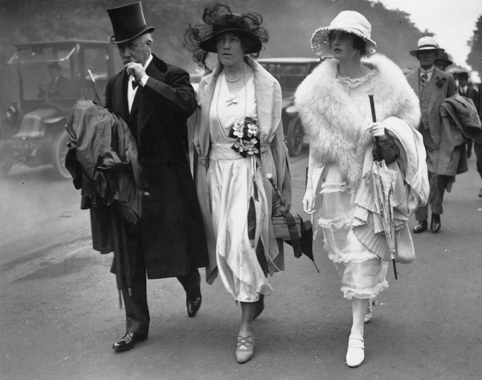 <p>Photographic evidence that the roaring '20s were the epitome of elegance.</p>