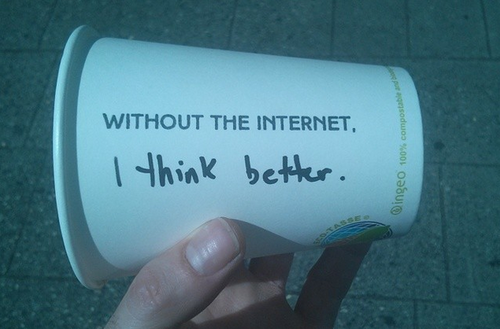 Cup reading, 'Without the Internet, I think better'