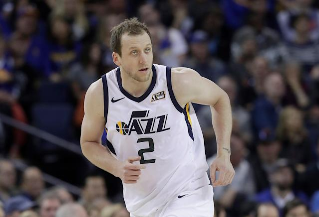 "We might be seeing <a class=""link rapid-noclick-resp"" href=""/nba/players/5393/"" data-ylk=""slk:Joe Ingles"">Joe Ingles</a> with his doppelganger very soon. (AP Photo)"