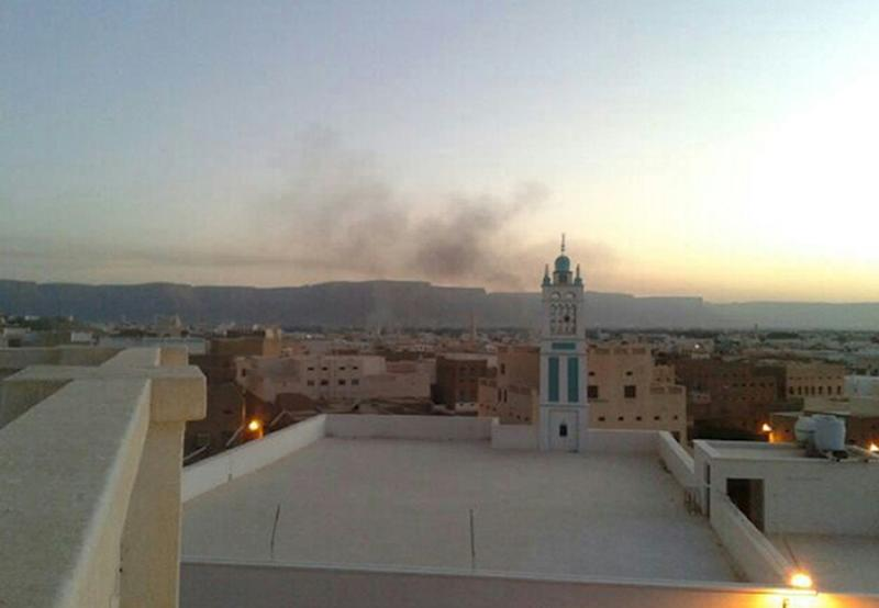 Smoke billows from buildings in Seiyun, second city of Hadramawt province, on May 24, 2014 after an attack by Al-Qaeda militants (AFP Photo/)