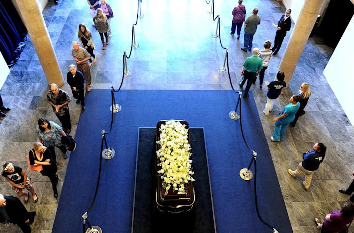<p>People walk by the casket of former first lady Nancy Reagan as she lies in repose at the Ronald Reagan Presidential Library, in Simi Valley, Calif., on March 9, 2016. <i>(Photo: Wally Skalij/Reuters)</i></p>