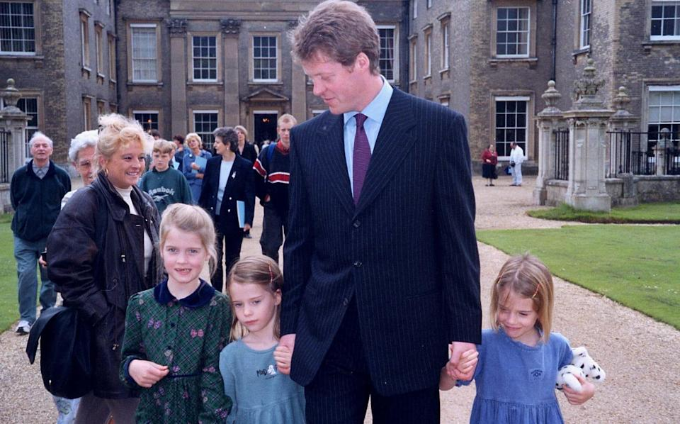 Earl Spencer and his three of his children Kitty, Amelia and Eliza in 1998 - Andrew Shaw