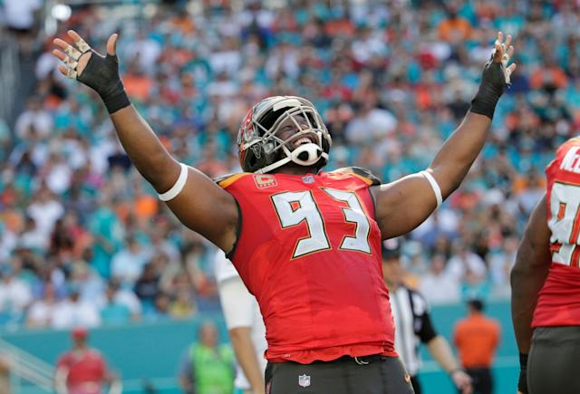 Former Tampa Bay Buccaneers defensive tackle Gerald McCoy (93) will visit the Browns. (AP)