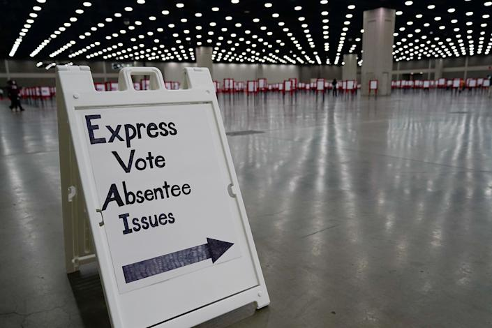 A sign directs voters on primary election day in Louisville, Kentucky, Tuesday. (Photo: Bryan Woolston / Reuters)