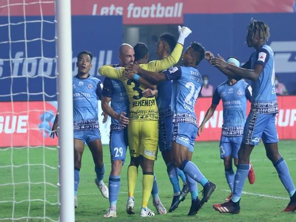 Jamshedpur FC goalkeeper TP Rehenesh being congratulated by his teammates after saving a penalty kick during ISL 7 match at the Tilak Maidan Stadium in Vasco on Friday. (Photo/ ISL)