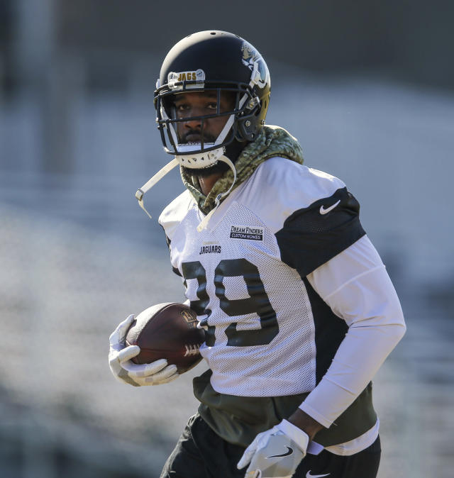 Jacksonville Jaguars tight end Marcedes Lewis (89) runs with the ball during an NFL football practice in Jacksonville, Fla., Friday, Jan. 19, 2018. (AP Photo/Gary McCullough)