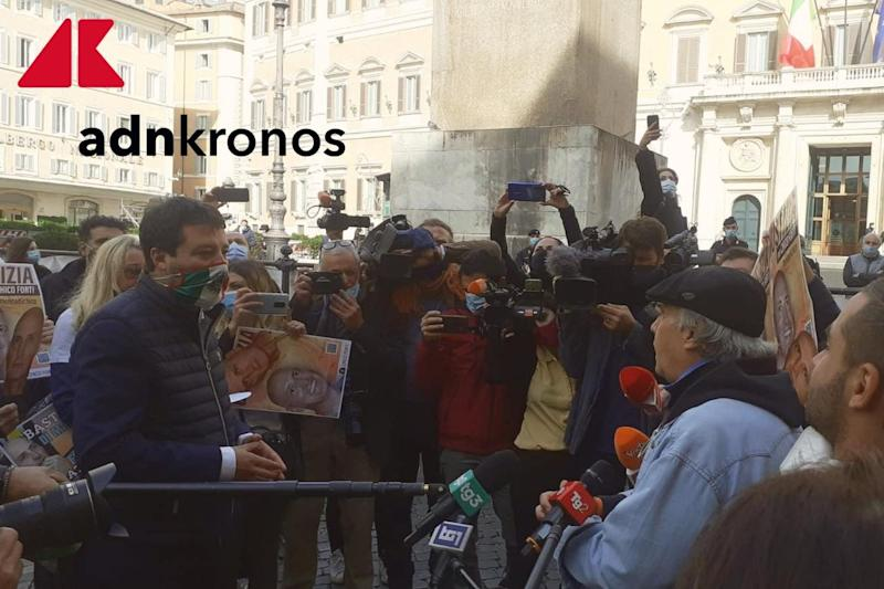 Salvini e Montesano in piazza a Montecitorio per Chico Forti