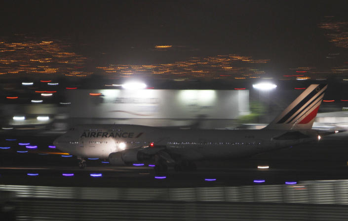 An Air France plane, allegedly carrying French citizen Florence Cassez, prepares to departure in Mexico City, Wednesday, Jan. 23, 2013. A Mexican Supreme Court panel voted Wednesday to release Cassez, a Frenchwoman who says she was unjustly sentenced to 60 years in prison for kidnapping and whose case became a cause celebre in France, straining relations between the two countries. A police convoy with sirens flashing escorted a white sports utility vehicle out of the prison where Cassez had been held later Wednesday, presumably carrying her to the Mexico City airport. (AP Photo/Marco Ugarte)
