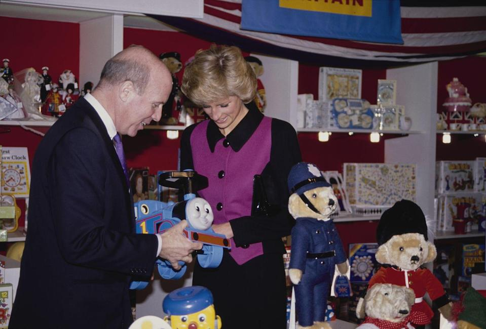 <p>Diana had a packed schedule and went to more than one engagement on the same day. Here she is bonding with Thomas the Tank Engine during a visit to iconic NYC toy shop FAO Schwarz in a suit by Catherine Walker.</p>
