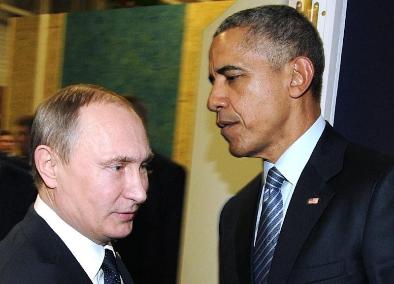 Russian President Vladimir Putin (L) meets with US President Barack Obama on November 30, 2015 at Le Bourget, France