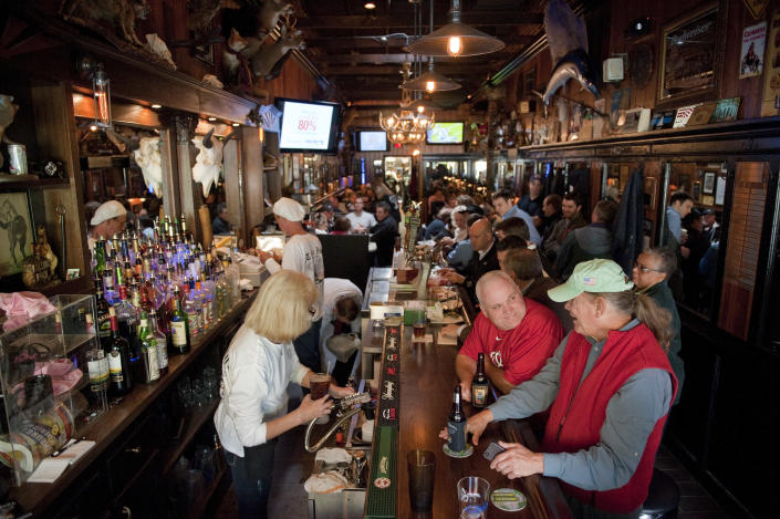 The Tune Inn on Pennsylvania Avenue in 2011. (Photo: Tom Williams/CQ Roll Call/Getty Images)