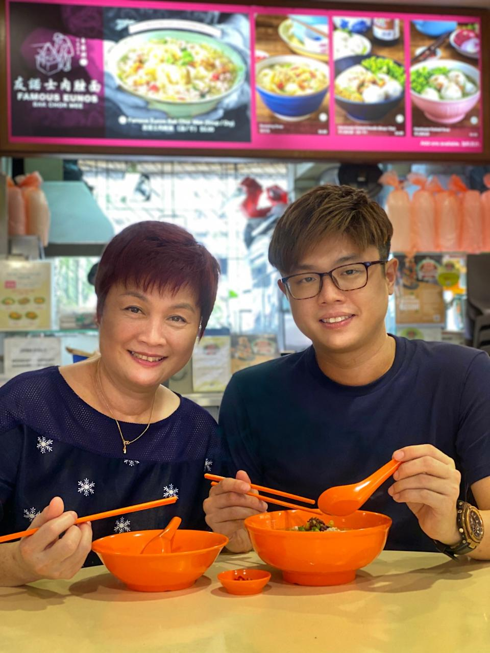 Chef Ler Jiewei with his mum. (PHOTO: Chinatown Food Street)