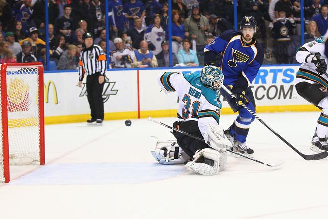 ST. LOUIS, MO - APRIL 21: Patrik Berglund #21 of the St. Louis Blues watches the game-winning goal get past Antti Niemi #31 of the San Jose Sharks during Game Five of the Western Conference Quarterfinals during the 2012 NHL Stanley Cup Playoffs at the Scottrade Center on April 21, 2012 in St. Louis, Missouri.  The Blues beat the Sharks 3-1 to advance to the Western Conference Semifinals.  (Photo by Dilip Vishwanat/Getty Images)
