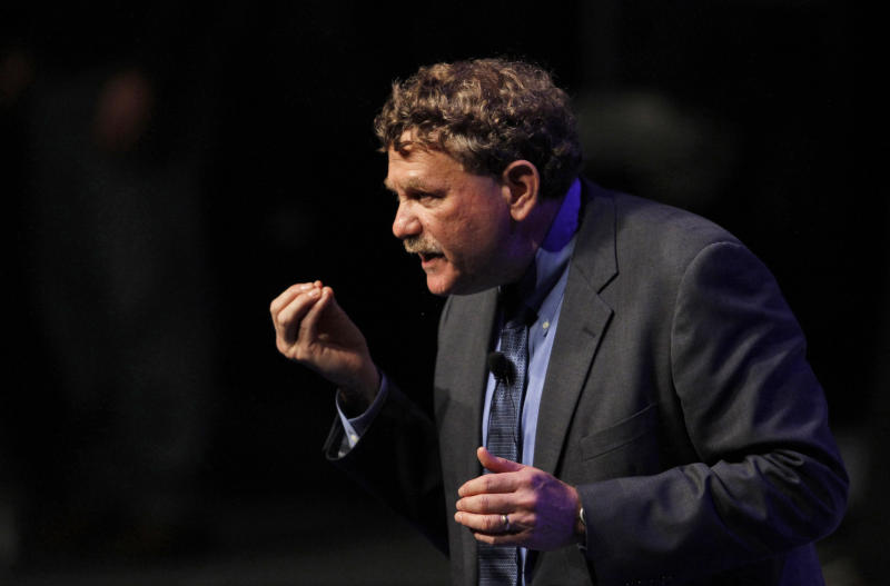 Eric Steven Lander, head of the Broad Institute of MIT and Harvard, gestures as he delivers a speech during the forum Mexico XXI Century, organized by the Telmex Foundation, in Mexico City, Tuesday, Sept. 7, 2010. (AP Photo/Claudio Cruz)