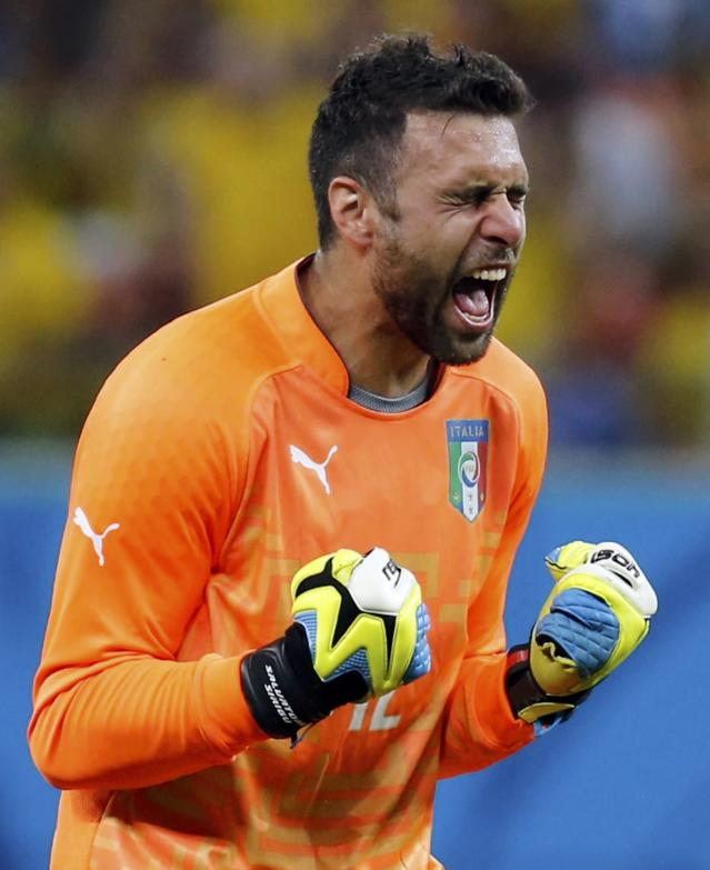 Italy's Salvatore Sirigu celebrates after their 2014 World Cup Group D soccer match against England at the Amazonia arena in Manaus June 14, 2014. REUTERS/Siphiwe Sibeko (BRAZIL - Tags: SOCCER SPORT WORLD CUP)