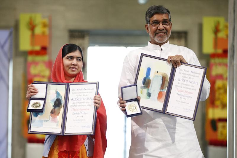 Nobel Peace Prize laureates Kailash Satyarthi and Malala Yousafzai's pairing carries the extra symbolism of linking neighbouring countries that have been in conflict for decades, December 10, 2014 in Oslo (AFP Photo/Cornelius Poppe)
