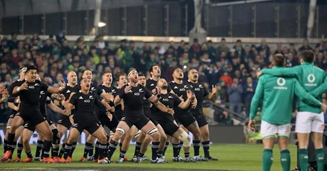 New Zealand players perform the haka ahead of their last match against Ireland in November 17, 2018. Ireland won the match 16-9 (AFP Photo/Paul FAITH)