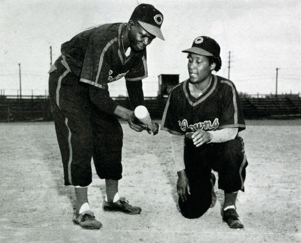 INDIANAPOLIS, IN - CIRCA 1950:  Teammates on the Indianapolis Clowns of the National Negro Leagues pose for a photograph around 1950 in Indianapolis, Indiana.  (Photo Reproduction by Transcendental Graphics/Getty Images)