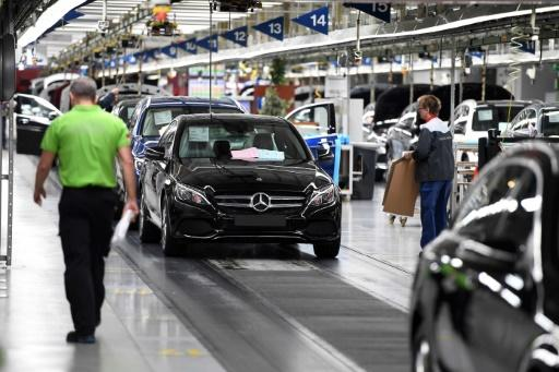 German business climate index misses forecasts falls unexpectedly in Jan