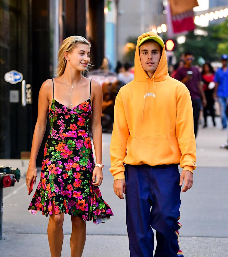 NEW YORK, NY - AUGUST 06: Hailey Baldwin and Justin Bieber seen on the streets of Midtown Manhattan on August 6, 2018 in New York City. (Photo by James Devaney/GC Images)