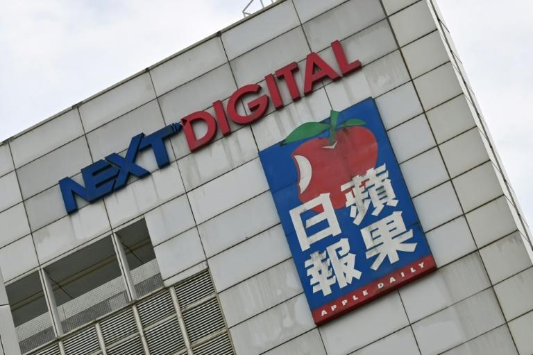 Hong Kong police have raided Apple Daily's newsroom and arrested executives and a columnist at the outspoken tabloid