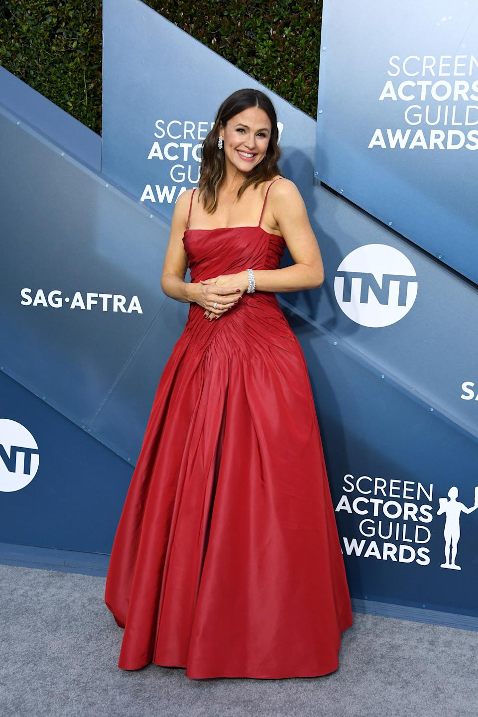 Lady in red! Garner turned heads as she arrived to present at the SAG Awards.
