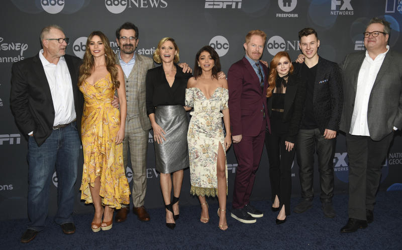 """""""Modern Family"""" cast members, from left, Ed O'Neill, Sofia Vergara, Ty Burrell, Julie Bowen, Sarah Hyland, Jesse Tyler Ferguson, Ariel Winter, Nolan Gould and Eric Stonestreet pose together at the Walt Disney Television 2019 upfront at Tavern on The Green on Tuesday, May 14, 2019, in New York. (Photo by Evan Agostini/Invision/AP)"""