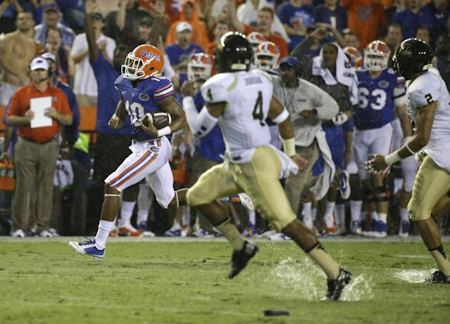 Florida's Valdez Showers (10) runs back a 66-yard kickoff return as Idaho cornerback Jayshawn Jordan (4) tries to stop him during the first half of an NCAA college football game in Gainesville, Fla., Saturday, Aug. 30, 2014. (AP Photo/John Raoux)