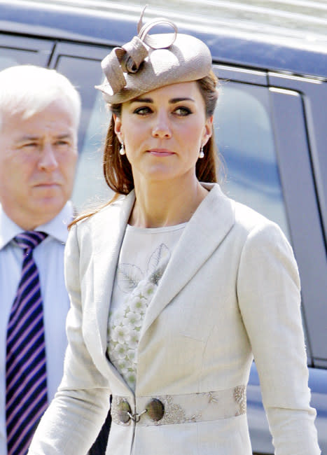 French Tabloid Removes Topless Kate Middleton Photos from its Site