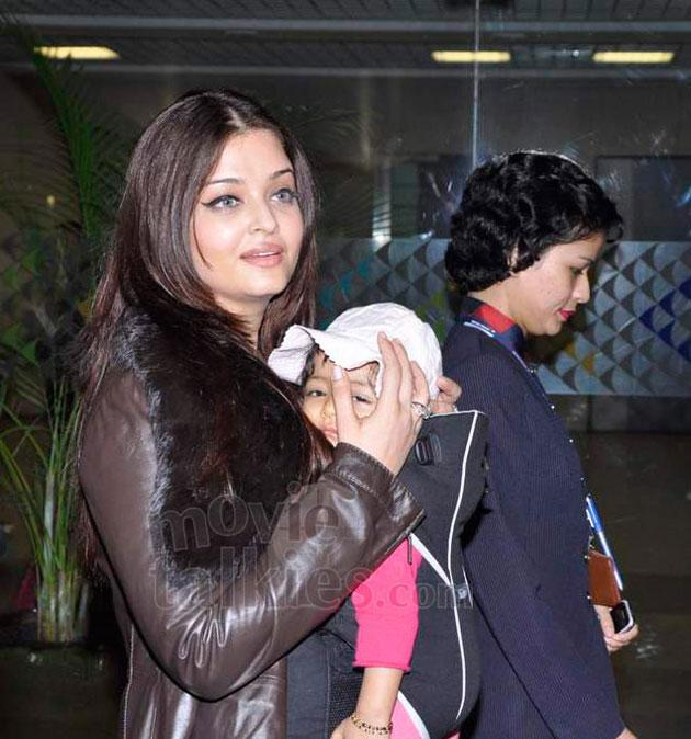 We get a better glimpse of Aaradhya as her mom carried her out