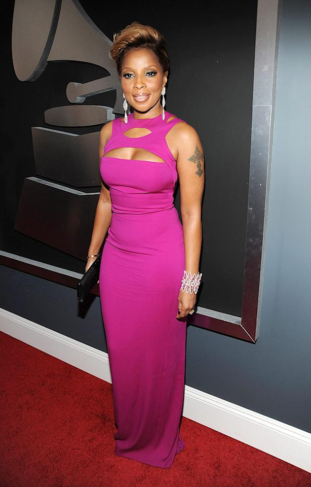 "Mary J. Blige  Grade: B+   The Queen of Hip-Hop Soul flaunted her fab physique in a fuschia peek-a-boo Gucci gown, teardrop earrings, and a stunning Lorraine Schwartz cuff. Jeffrey Mayer/<a href=""http://www.wireimage.com"" target=""new"">WireImage.com</a> - January 31, 2010"