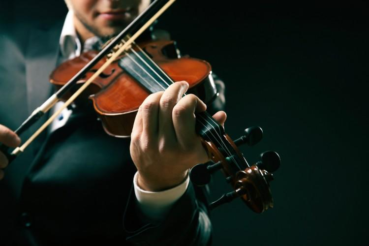 shutterstock_402054979 Musician play violin on dark background, close up, music, orchestra, classical, sound, playing, melody, musical, violinist, performance, composition,