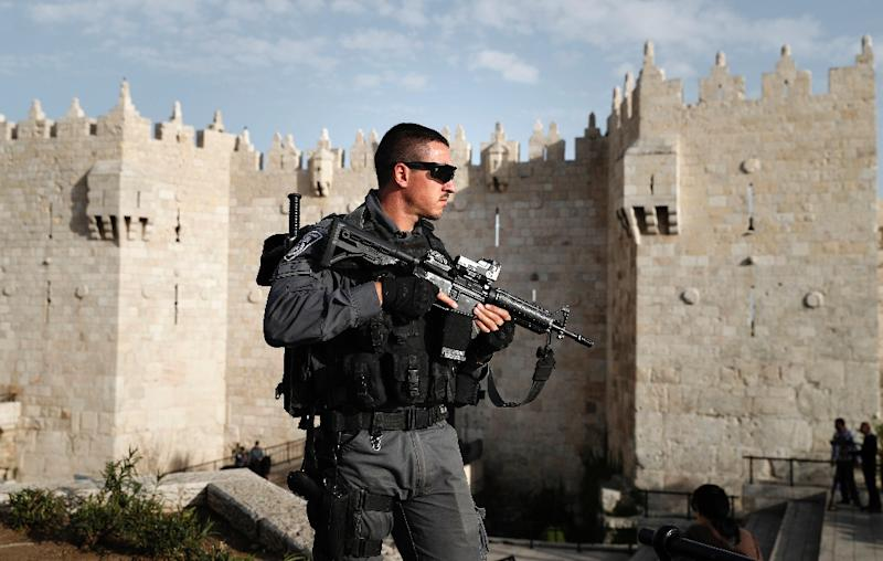 An Israeli policeman stands guard in front of Damascus Gate of Jerusalem's Old City, on March 9, 2016 (AFP Photo/Thomas Coex)