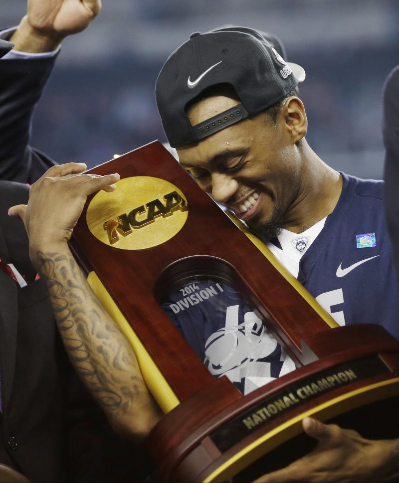 Boatright helps Huskies win national title