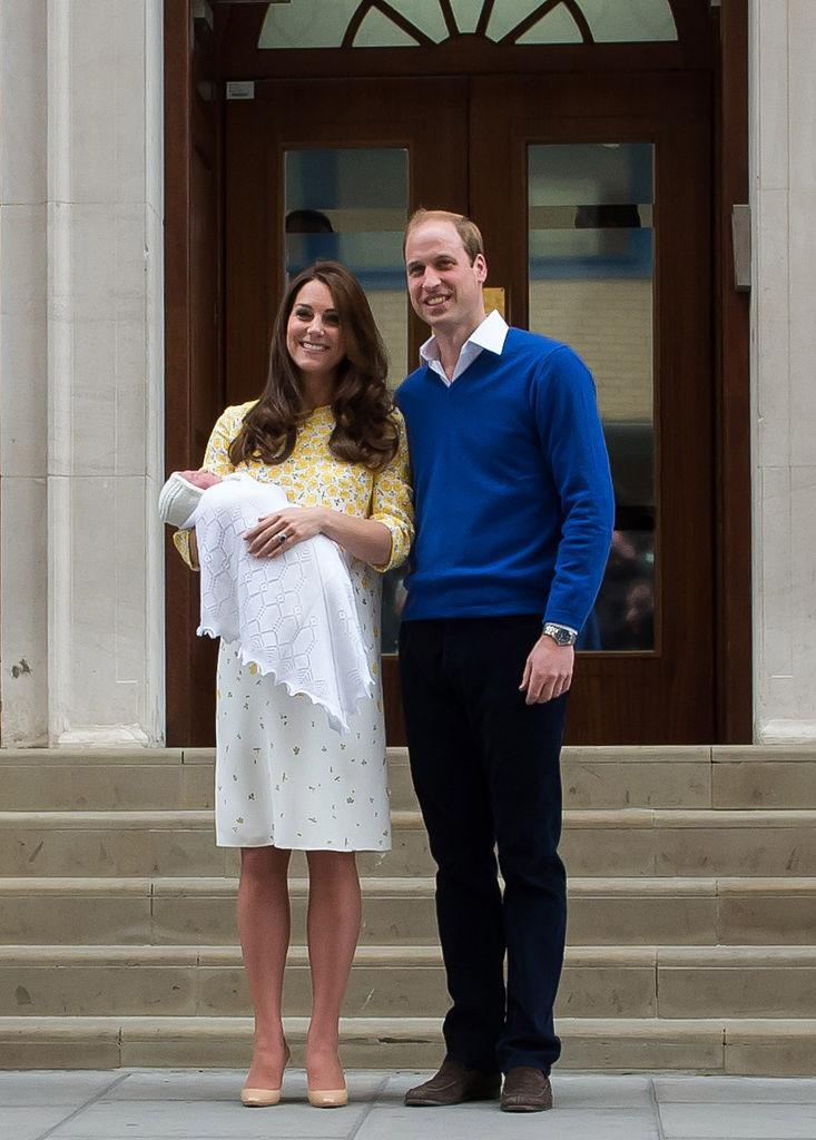 <span>The Duchess of Cambridge opted for a sunny yellow dress by Jenny Packham as she presented Princess Charlotte to the world. (Photo: Getty Images)</span>
