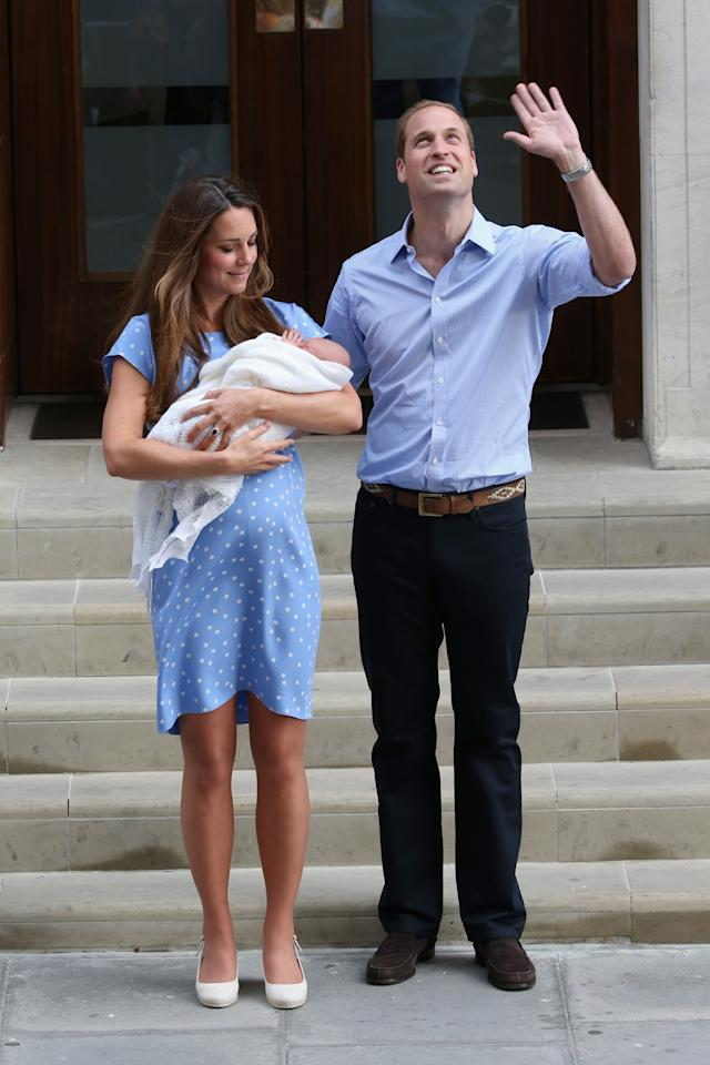 LONDON, ENGLAND - JULY 23: Prince William, Duke of Cambridge and Catherine, Duchess of Cambridge, depart The Lindo Wing with their newborn son at St Mary's Hospital on July 23, 2013 in London, England. The Duchess of Cambridge yesterday gave birth to a boy at 16.24 BST and weighing 8lb 6oz, with Prince William at her side. The baby, as yet unnamed, is third in line to the throne and becomes the Prince of Cambridge. (Photo by Chris Jackson/Getty Images)