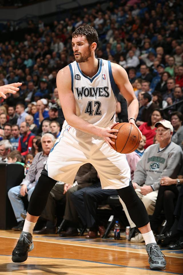 MINNEAPOLIS, MN - JANUARY 29: Kevin Love #42 of the Minnesota Timberwolves handling the ball during a game against the New Orleans Pelicans on January 29, 2014 at Target Center in Minneapolis, Minnesota. (Photo by David Sherman/NBAE via Getty Images)