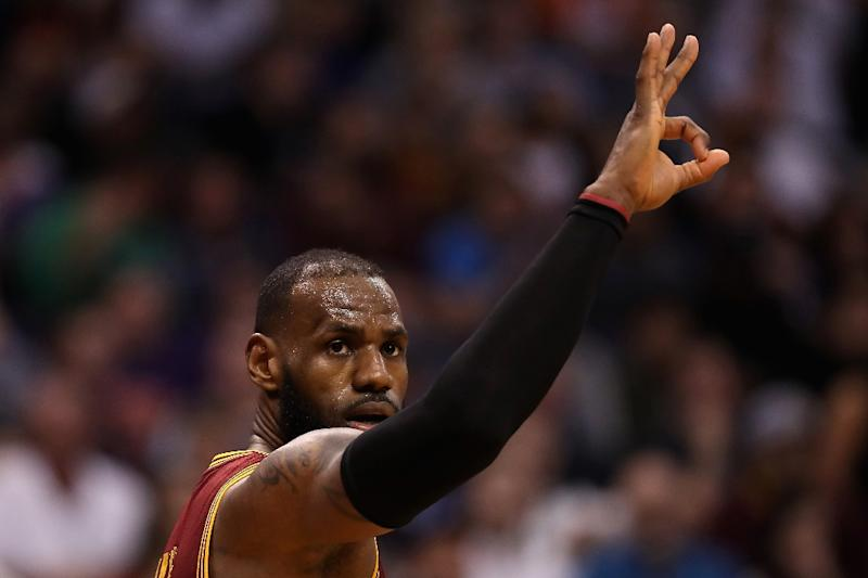LeBron James of the Cleveland Cavaliers reacts after hitting a three point shot during a NBA game at Talking Stick Resort Arena in Phoenix, Arizona, on January 8, 2017 (AFP Photo/Christian Petersen)