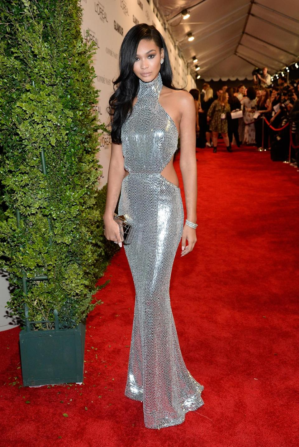 <p>The model's exquisite silver gown was the best metallic outfit we've seen in a long while, showing that it's not hard to avoid the tacky route. <i>[Photo: Getty]</i> </p>
